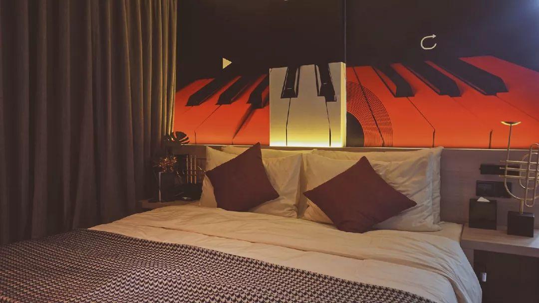 新浪乐居_睡不到网易云音乐的酒店,人生还有什么意义 @广告门
