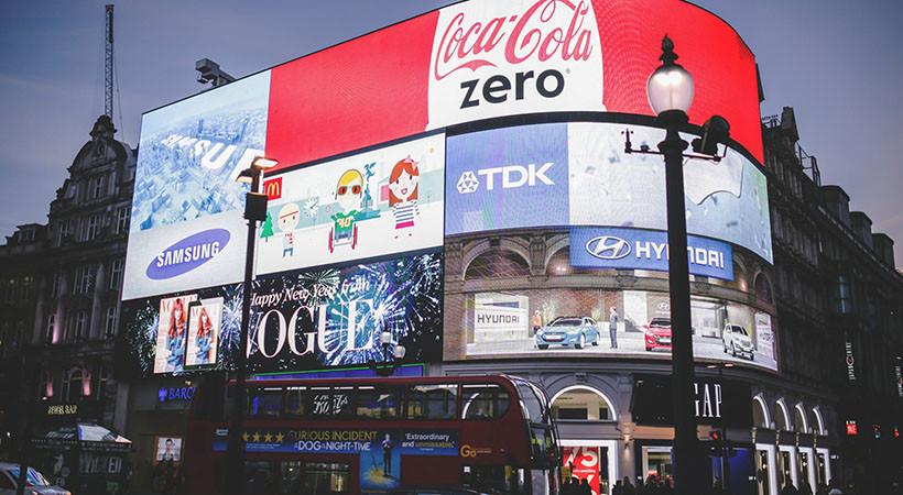 全球户外媒体广告收入连续九年实现增长,领跑其他传统媒体类别