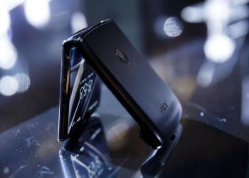 摩托羅拉推出折疊屏手機,首支廣告片致敬經典