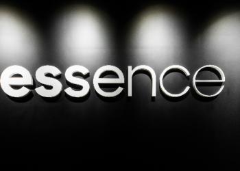 Essence 赢得卡骆驰(Crocs)在中国市场的全媒体代理业务