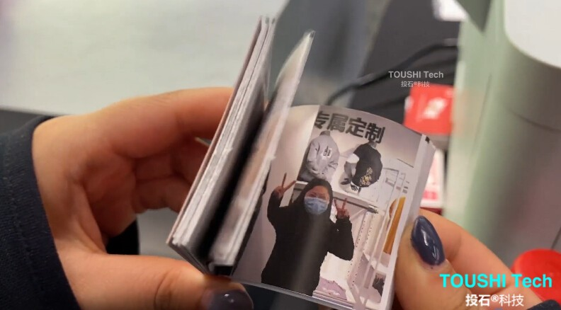 2杭州Under Amour店铺动漫小人书互动装置1.jpg